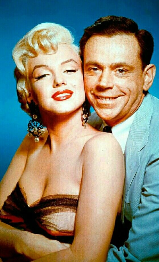 Marilyn And Tom Ewell In A Publicity Photo For The Seven Year Itch 1955 Marilyn Monroe Photos Vintage Movie Stars Tom Ewell