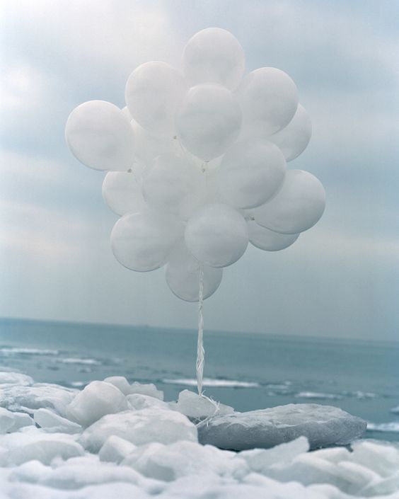 White balloons balloons and cloud on pinterest for Silver cloud balloons