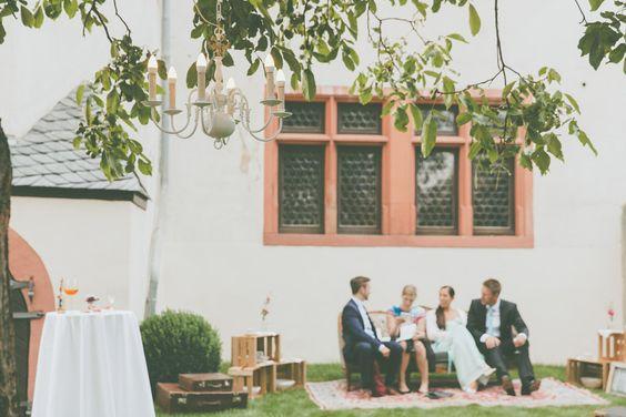 Bezaubernde Vintage-Hochzeit auf Schloss Schönborn von Lene Photorgraphy