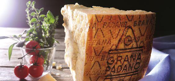 Grana Padano oder Parmigiano Reggiano? – Das 1x1 des italienischen Hartkäses  Grana Padano oder Parmigiano Reggiano – was ist der Unterschied? Und: Was heißt eigentlich D.O.P.? Dr. Stefano Berni, Exportmanager für Käsespezialitäten aus Italien, verrät uns, was ihr über Hartkäse wissen müsst.