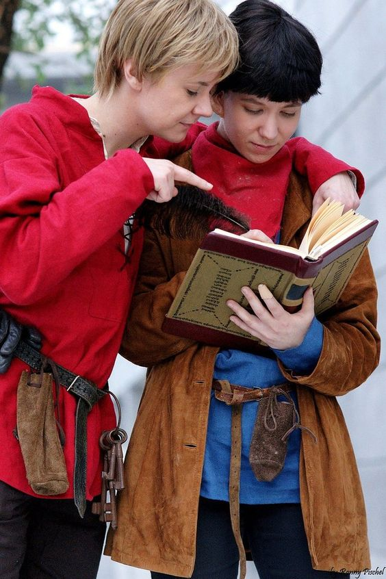Merlin/Arthur cosplay. I don't know if I should smile or cry or both. ugh love them.