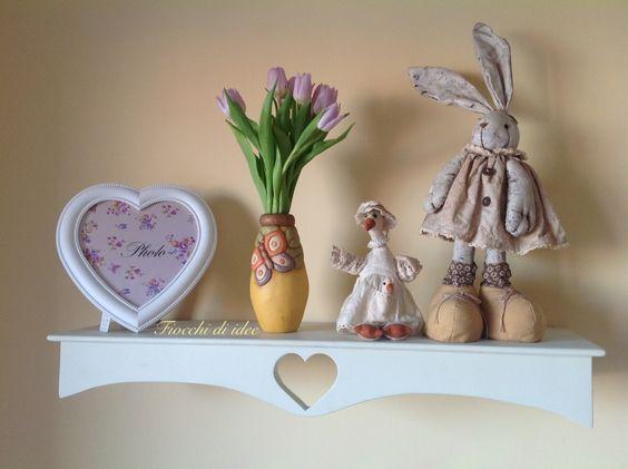 """Mensole artigianali in legno massello con cuore traforato, sono in vendita! Visita la mia pagina fb """" fiocchi di idee""""!"""