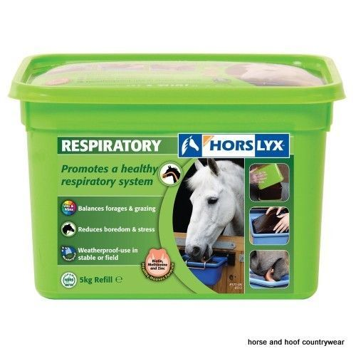 Horslyx Respiratory Lick Encourages natural trickle feeding patterns whilst balancing the nutrient deficiencies often found in forage and grazing.