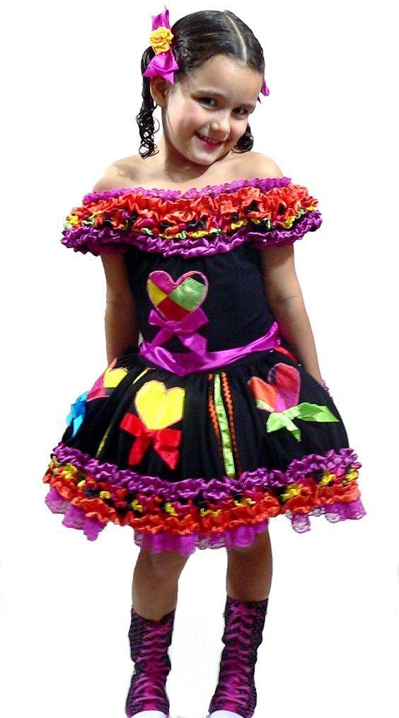 São João    Idéias e dicas para os vestidos e trajes típicos para a criançada dançar quadrilha: