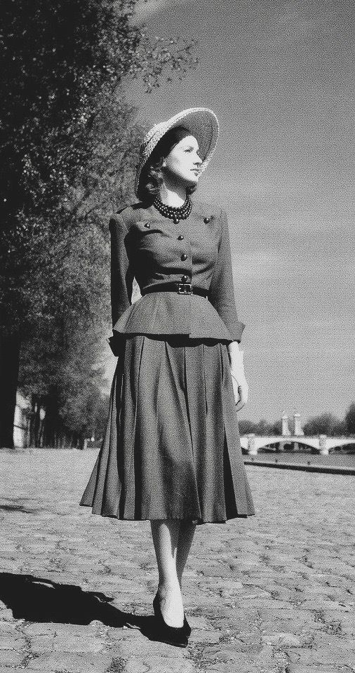 Dior's Corolle New Look line, photo by Willy Maywald 1947