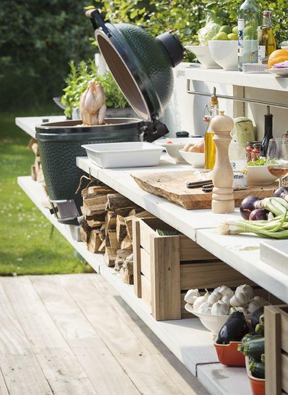 Compleet ingerichte keuken voor in de tuin met een grote BBQ #zomer #BBQ #genieten