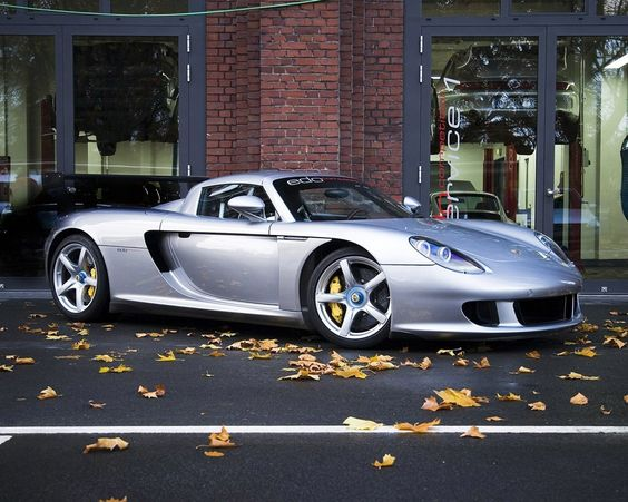 Porsche's Greatest: Carrera GT (2004-2006).