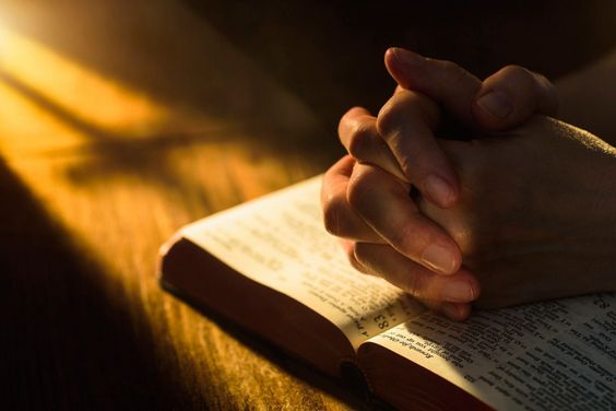 imádkozva