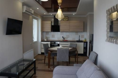 ???????? ?? ???????? Kiev Set in the Darnyckyj district in Kiev, this air-conditioned apartment is 7 km from Kiev Pechersk Lavra. The apartment is 7 km from International Exhibition Centre. Free WiFi is offered throughout the property.