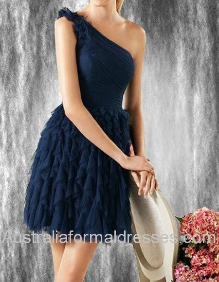 An elegant mature lady in the dark navy prom dress comes into surface and attracts all the people's eyes. This prom dress is decorated by draped and ruffles chiffon fitting all kinds of body shapes. The tight upper part of the dress matched the loose dress perfectly covered all the shorts of your body. Thus, this dress must be the best choice for those elegant and noble ladies.