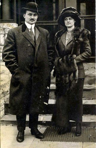 John and Nelle Snyder, Titanic survivors, on April 18, 1912, the day they disembarked the Carpathia.
