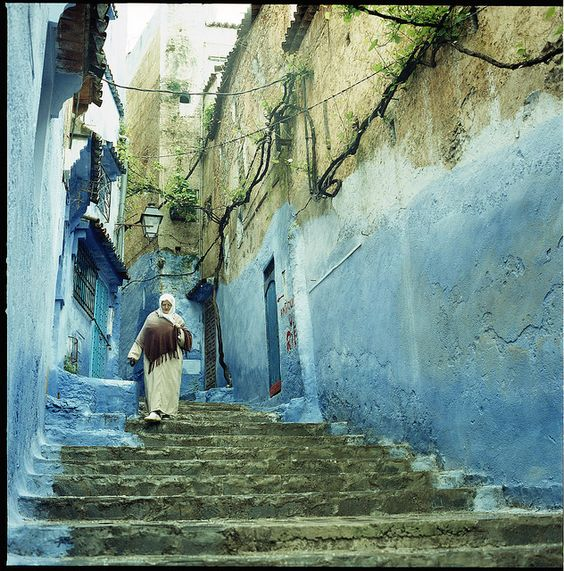 En dilletante (Blue Tones by bathingwithtoasters on Flickr.)