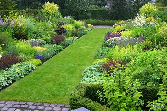 yard landscaping ideas for spring green lawn