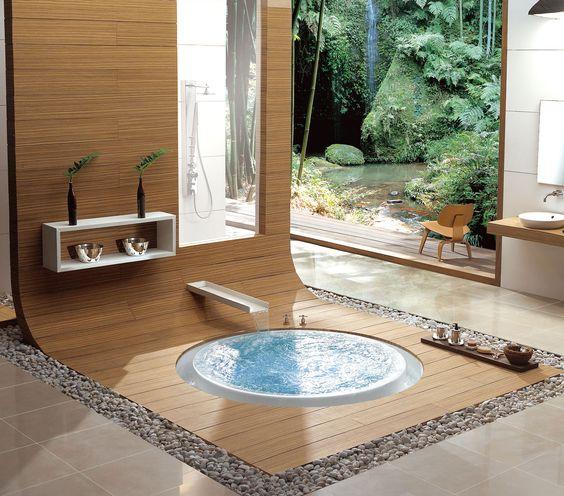 Bañera de diseño con motivos japoneses y vistas al jardín ...