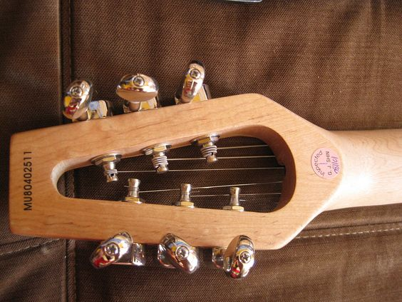 Google Image Result for http://upload.wikimedia.org/wikipedia/commons/thumb/0/06/Ministar_Castar_Travel_Electric_Guitar_-_headstock.jpg/1024px-Ministar_Castar_Travel_Electric_Guitar_-_headstock.jpg