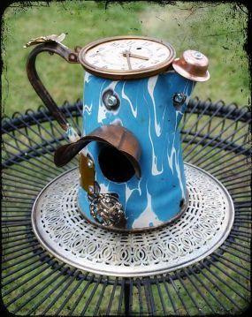 Enamel coffee pot birdhouse