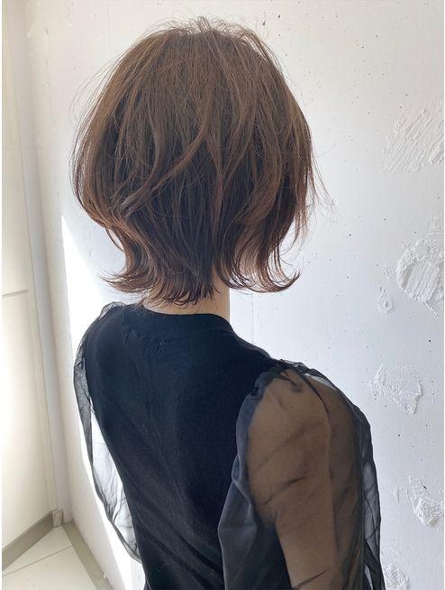 安藤圭哉 Shima Annex Stylistさんはinstagramを利用しています ソフトウルフ 最近とってもオーダーが多いです オフィスでも浮かない大人のお洒落ヘア 今年流行りのウルフヘア お洒落にみえるヘアとしても大人気 やりすぎず流行のあるヘアが理想的 似合わせる