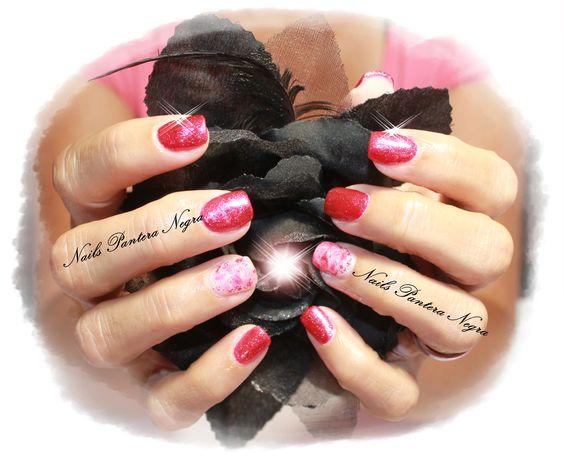 Unhas em gel cor vermelho/glitters com nail art feita á mão!