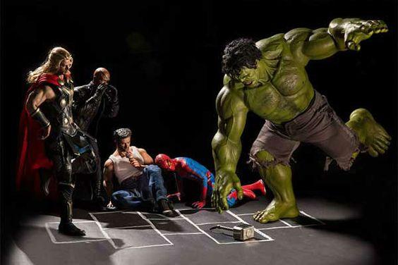 Hulk y sus amigos, jugando avión.