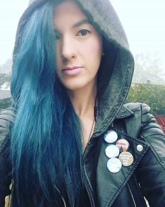 #Repost @therealzenny ・・・ LAYER WEATHER! YISSSSSSSS!  #melbourne #alternative #alternativehair #BlueHairDontCare #bluehair #gooniesneversaydie #hoodies