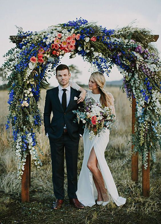 We are wildly in love with the loose and airy style of this bright and beautiful bohemian inspired arbor.