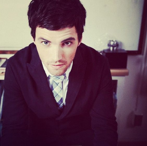 Ian Harding (aka the only reason I still watch pll)