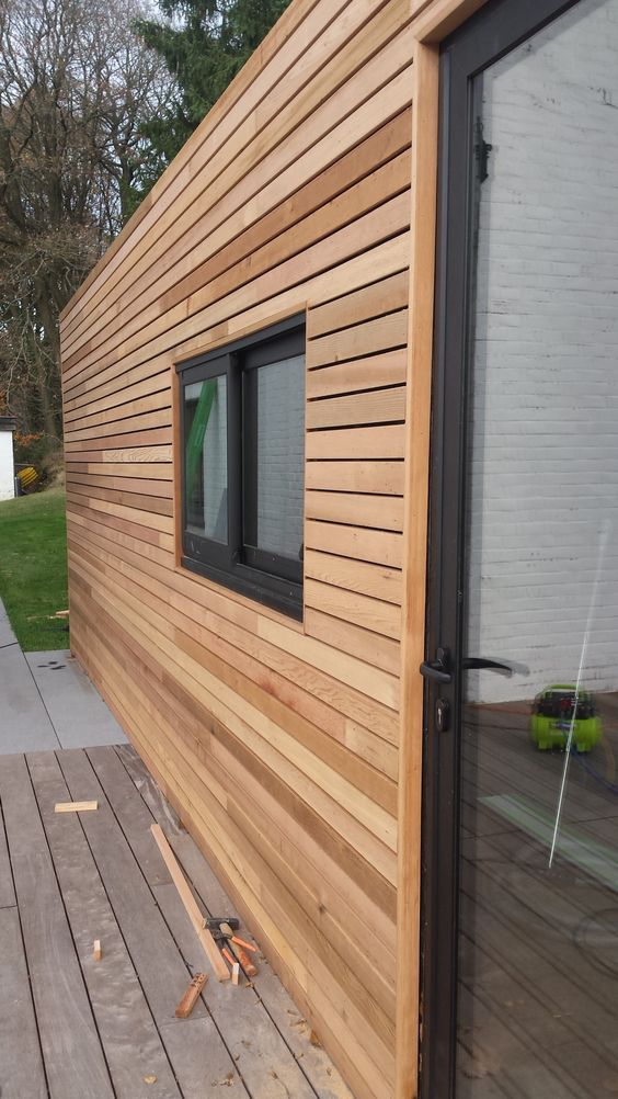 Container transformé en Pool House – bardage en Cèdre – habitation Beaufays – Parquet N1 votre spécialiste en parquets