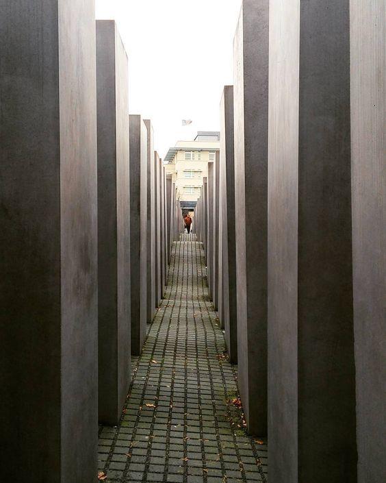 #Berlin #jewishholocaustmemorial #neverforget #Eisenman #Friedrichstadt by andriana_v