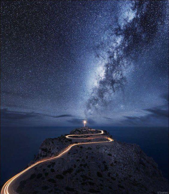 道路と天の川