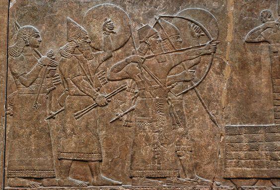 Assírios sitiando uma cidade