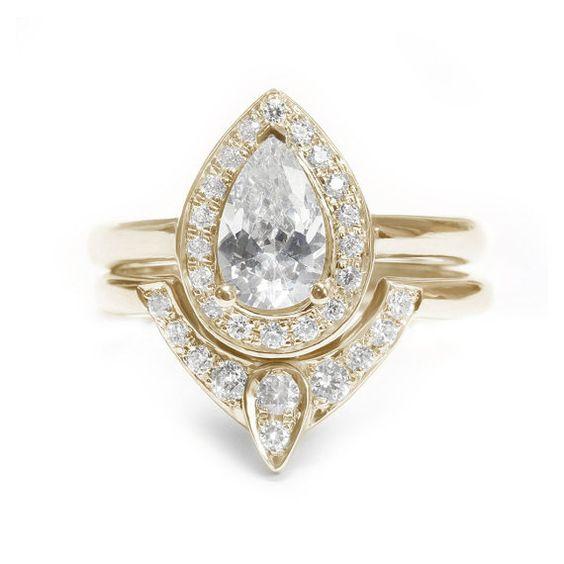 Poire en forme de diamant bague de par SillyShinyDiamonds sur Etsy