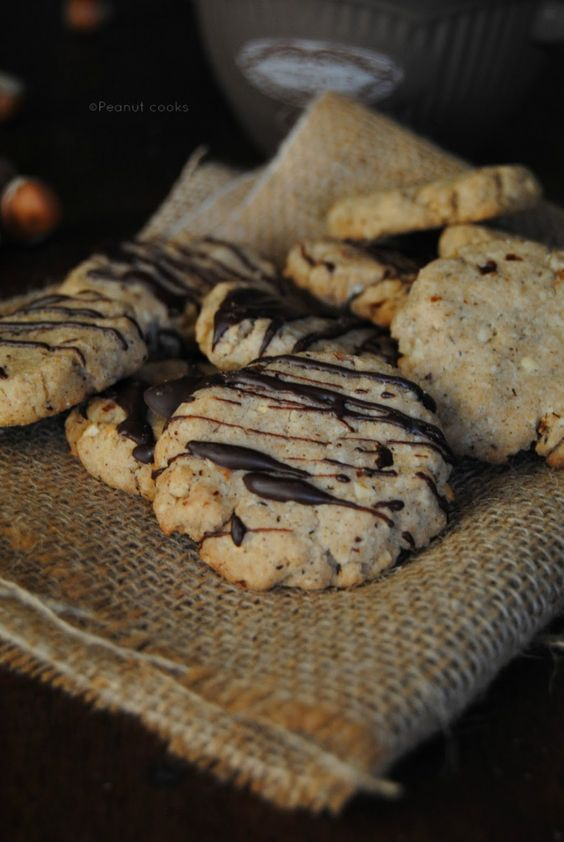 Biscotti grano saraceno e nocciole vegan e senza glutine