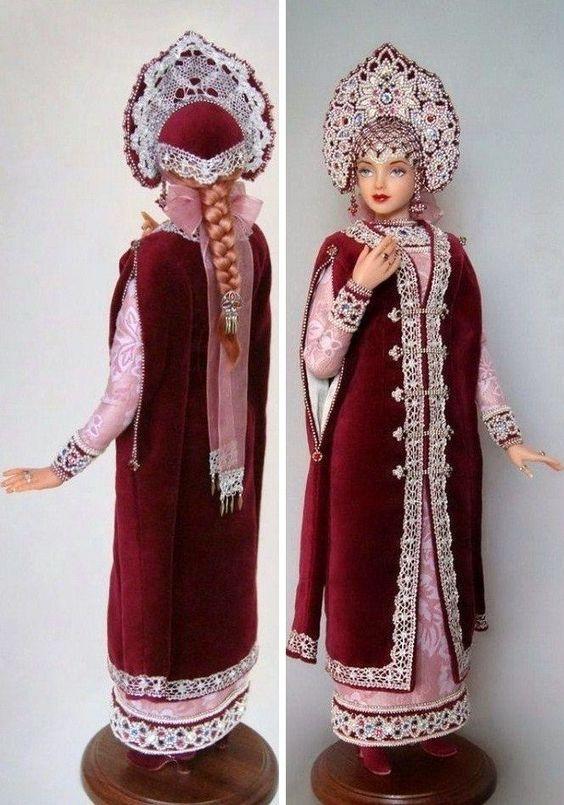 Russian doll principessa medievale in abiti tradizionali. Photo solo.: