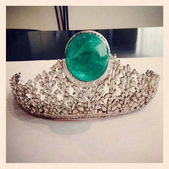 Emerald, diamonds and white gold tiara, 187.5 carats | Beladora Jewelry