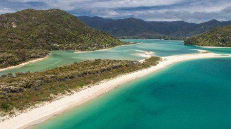 """Neozelandeses """"compram"""" praia de milionário e a devolvem ao povo"""