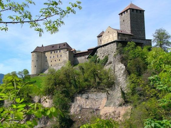 Merano, Castel Tirolo