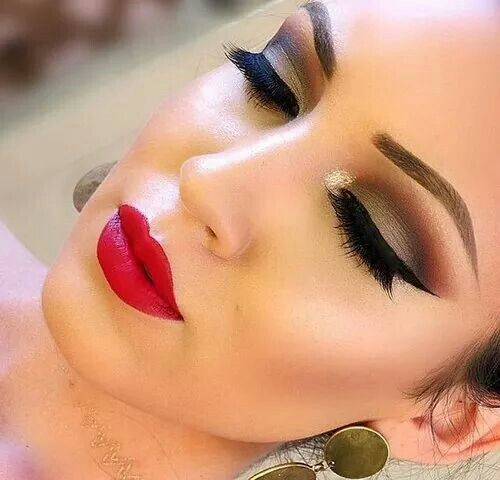 Red lips are kissable lips and the tones on the eyes are to die for! Absolute love