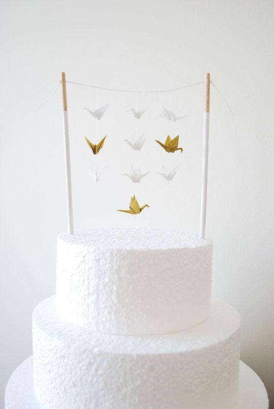 Les grues- origami : Décoration pour gâteau -Cake Topper - banderole, figurine, blanc et doré. : Accessoires de maison par rosemiel:
