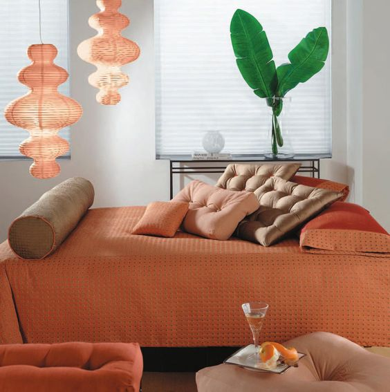 Peach tones make this room very lively and cheerful -