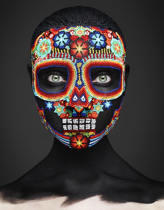 "photo UK : masque, crane mexicain, perles, ""epitaph"", John Rankin Waddell"