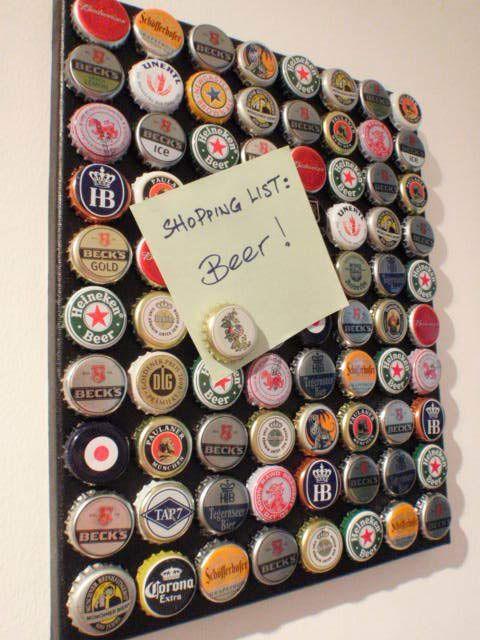 Você que ama cerveja, já pensou em quantas tampinhas de garrafa você jogou fora? Talvez seja uma boa ideia juntar algumas delas para fazer você mesmo aquele presente especial no aniversário daquele amigo ou amiga que, como você, também adora cerveja. Veja aqui quanta coisa bacana se pode fazer!: