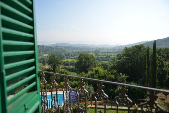 Uitzicht vanuit het raam van Toscaanse villa, Palazzo Rosado