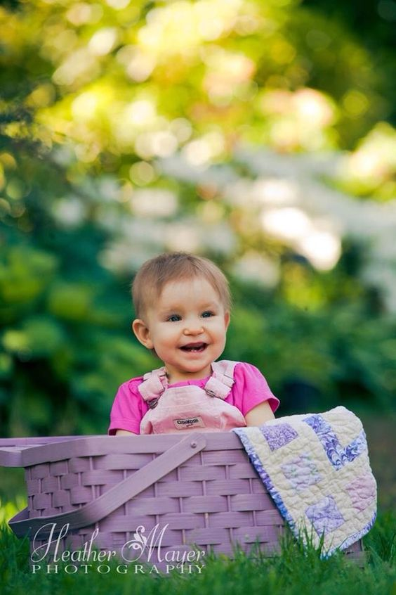 This little angel is going to be 1 year old pretty soon. Her mom is a SNOPAC 911 professional and used the quilt she received from us for this photo. Pretty special!