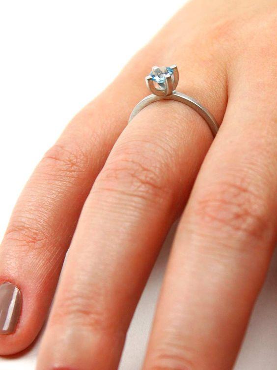 anel uno feito em prata 950 e topázio artesanalmente por kika rufino