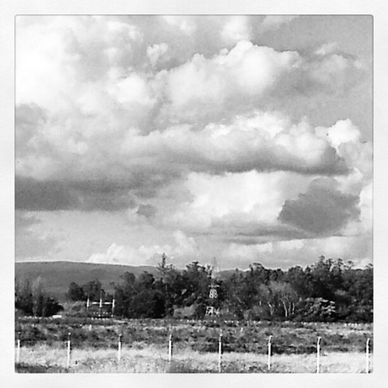 Nubes en retirada by Michael Zaldúa