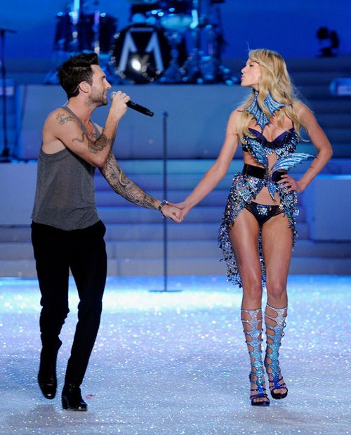 Is Adam Levine dating a Victoria s Secret model