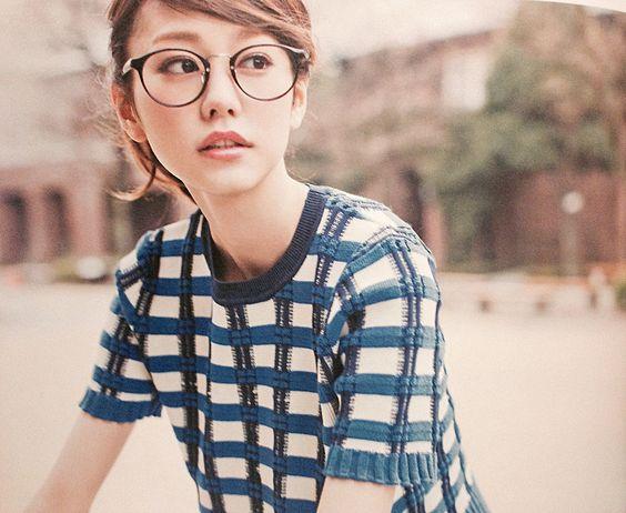 メガネをかけた桐谷美玲