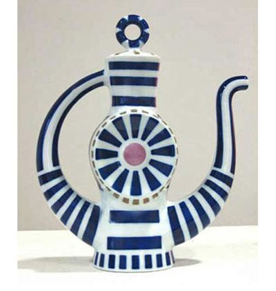 love this teapot! fantastic shape made even more fun by the graphic glazing.