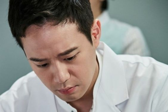 Chun Jung Myung Transforms Into A Popular Doctor For Upcoming Drama