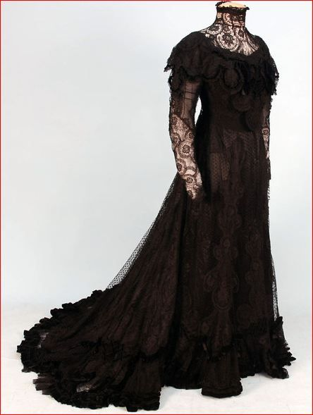 Circa 1906 black silk and lace evening gown, Bonnaire, Paris.: